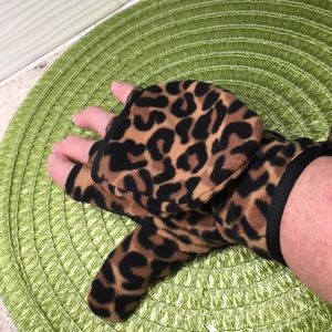 NWT-Animal print micro fleece gloves